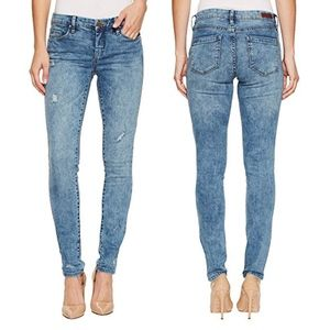NWT BLANK NYC Block party Skinny Jeans 24